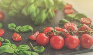 Basilic et tomates