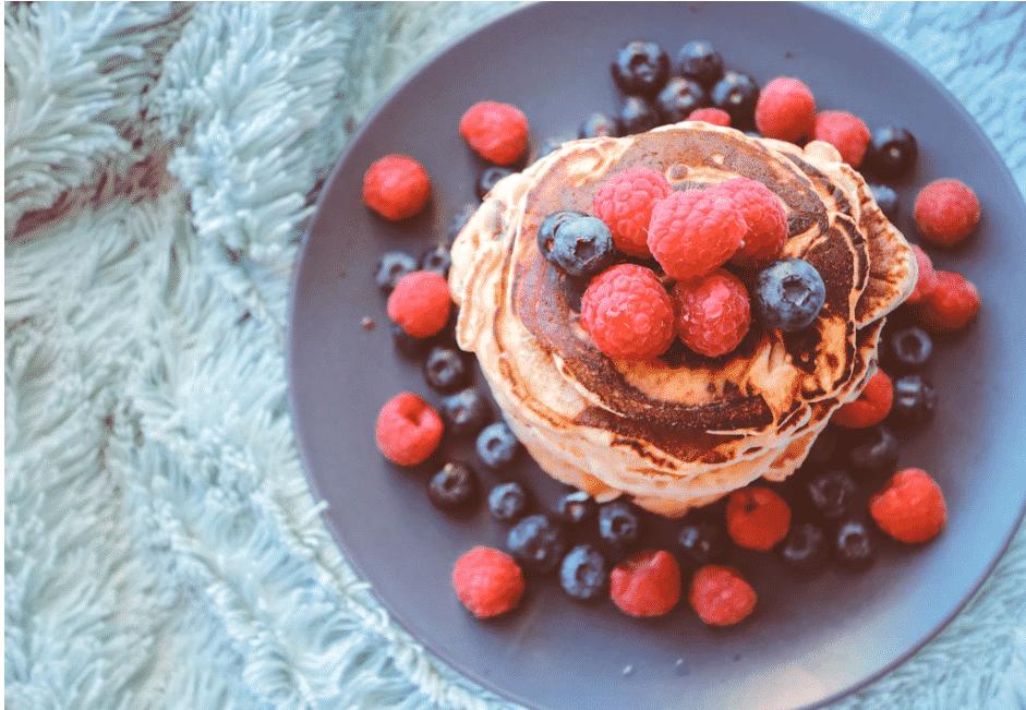 Pancakes et fruits