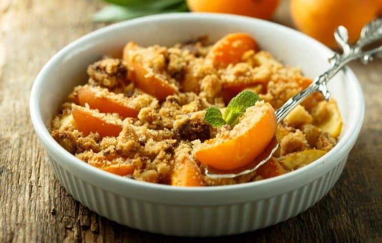 Crumble aux abricots, source photo : femme actuelle
