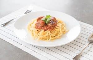 Spaghettis boulettes de viande sauce tomate maison
